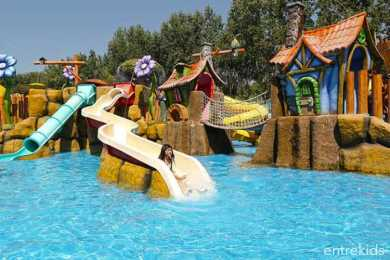 Parque Oasis - Disfruta de 6 piscinas y toboganes en familia - Panoramas con niños